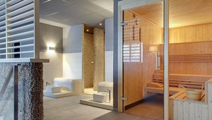 Comfort kamer met bad douche terras balkon van der valk hotel apeldoorn de cantharel - Kamer met bad ...