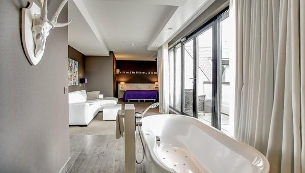 Kleine Wellness Badkamer : Komfort deluxe suite offenes badezimmer van der valk hotel