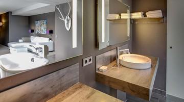 Keuken Badkamer Apeldoorn : Comfort deluxe suite gesloten badkamer van der valk hotel