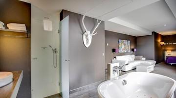 Comfort deluxe suite | gesloten badkamer | Van der Valk Hotel ...